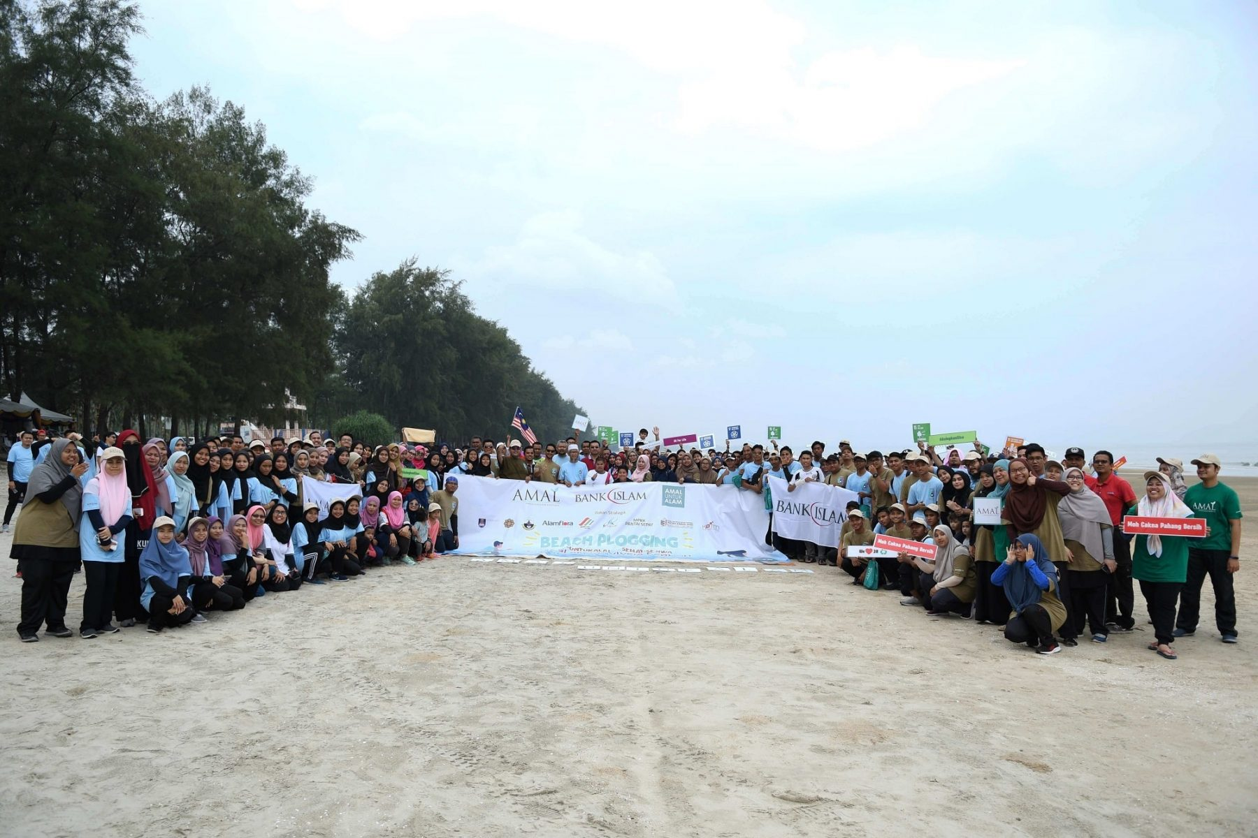 Bank Islam's Beach Plogging Event At Sepat Beach Successfully Collected 1 Tonne Of Litter In An Hour